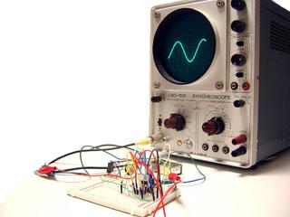 d7c942c62834 The SINE WAVE ORCHESTRAは公募された参加者により、音の最も基本的な 要素と言われるサイン波を1人が1つのみ用いて、一度に演奏を行なうプロジェクトです。